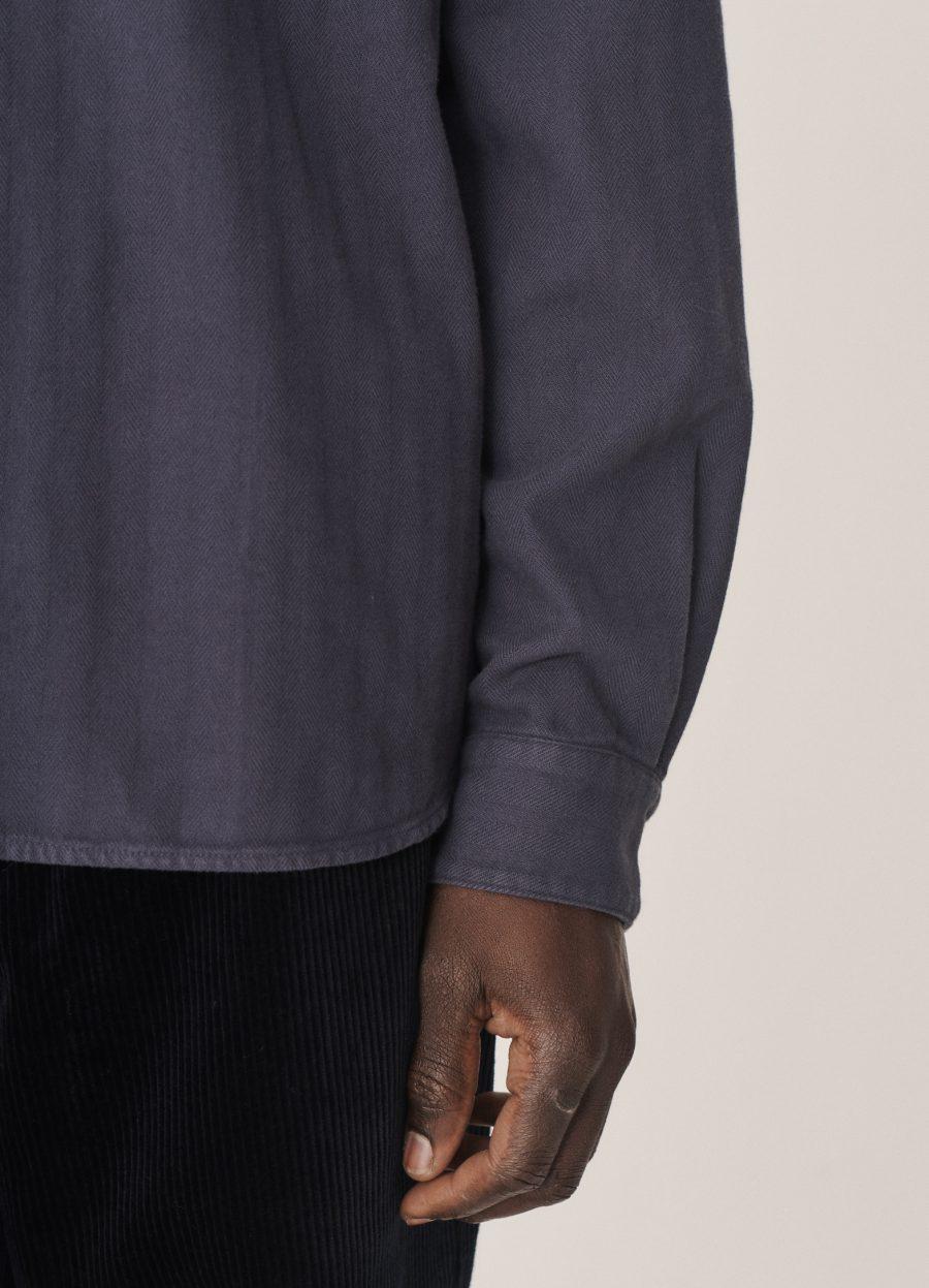 p2pav30_curtis_organic_cotton_herringbone_shirt_navy_014